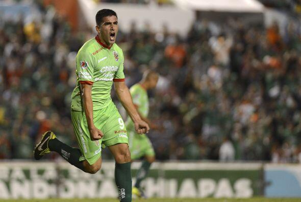 Lucas Viatri.- El argentino dio uno de esos partidos para salvar el cont...