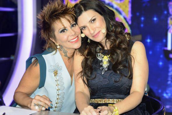 Con Laura Pausini en la quinta semana, ahora con otro top en tono azul,...