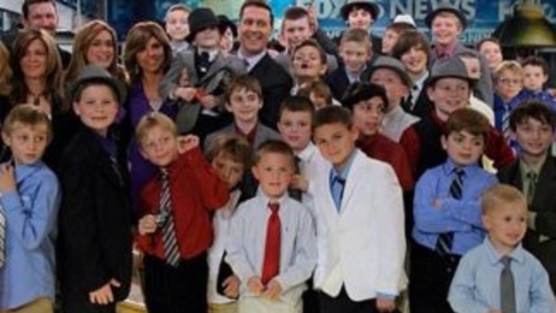 Danny Keefe y todos los amigos que lo apoyaron para que dejaran de moles...