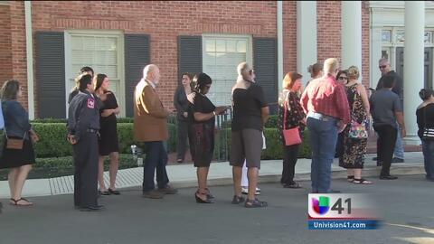 Residentes de San Antonio dan el último adiós al bombero Scott Dean