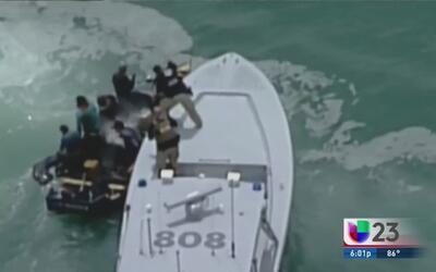 Imágenes de cómo la Guardia Costera intercepta a grupo de balseros
