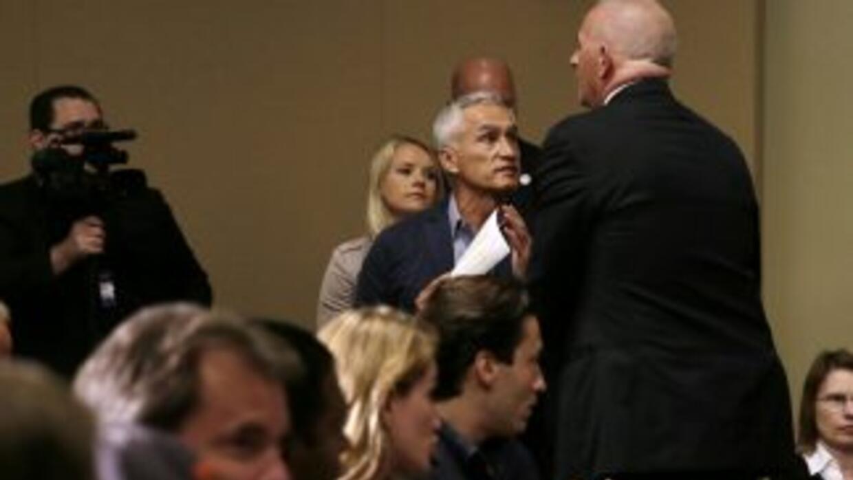 Jorge Ramos es expulsado de rueda de prensa de Donald Trump.