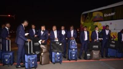 La selección ecuatoriana a su llegada a Porto Alegre