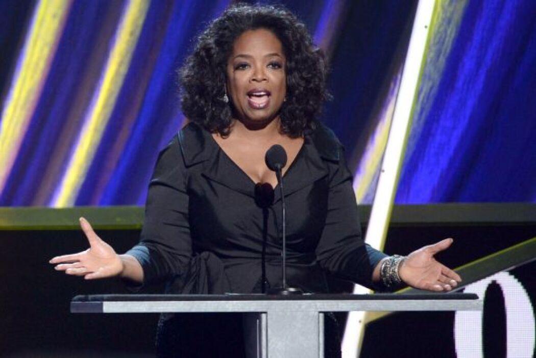1. Oprah Winfrey  Ganancias netas: $77 millones.  Presencia en radio...