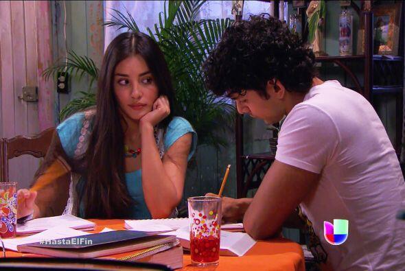 ¡Qué ojitos le estás echando a Lucas, Marisol! Se ve que te trae de un ala.