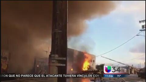 Bomberos combatieron incendio en el centro de Los Ángeles