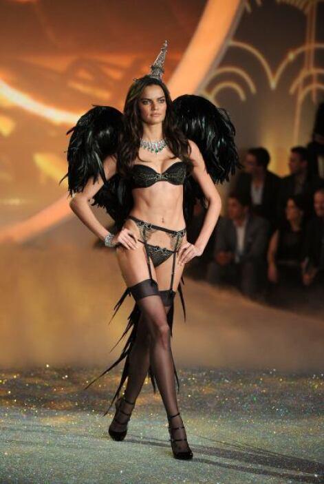 Otra chica que lució tremendamente 'hot' y bella este sujetador 'straple...
