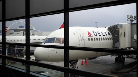 ¿Por qué LAX reubicará aerolíneas en sus terminales aéreas y qué deben t...
