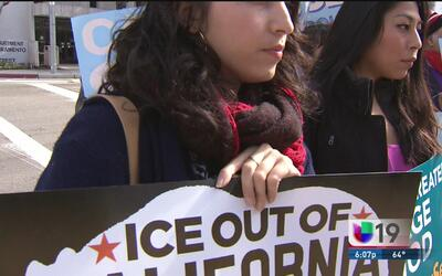 Protesta frente a las oficinas del alguacil de Sacramento