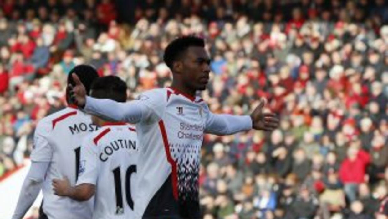 Sturridge celebra su gol para el pase de Liverpool en Copa.