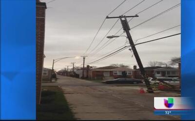 Poste eléctrico amenaza a un comunidad al sur de Chicago