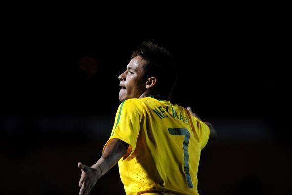 Sin brillar al extremo, Neymar volvió a destacar en un juego que fue com...