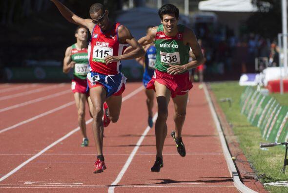 El cubano Andy González (3:45.52 min.) conquistó la prueba de los mil 50...