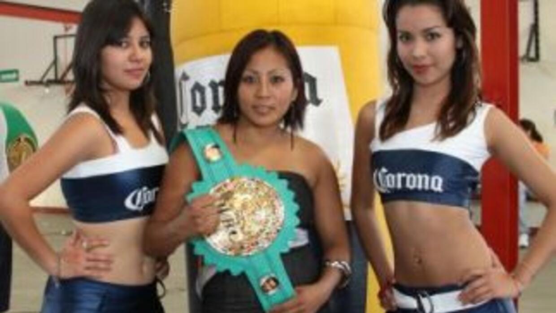 'Avispa' Ortíz va con todo contra la 'Tuti' Boop (Foto: HG Boxing)