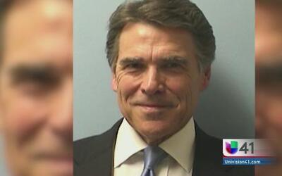 Rick Perry se presentó en la corte para ser fichado