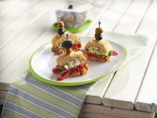 Mini sándwich de salami: Si te gustan los embutidos y hoy tienes ganas d...
