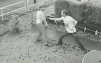 En 2017, dos hombres se disputan el amor de una mujer con un duelo a cuc...
