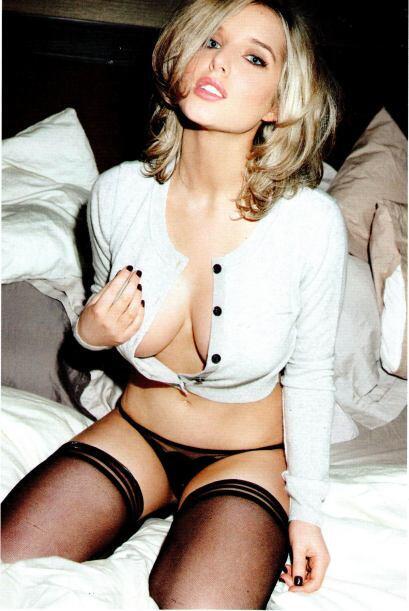 La bella modelo inglesa es pareja del futbolista del Manchester City Sco...