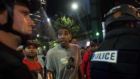 policia afroestadounidense protesta