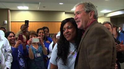 George W. Bush va a hospital a conocer enfermera Amber Vinson