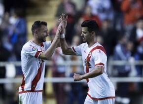 Javi Guerra sigue su racha goleadora con el Rayo