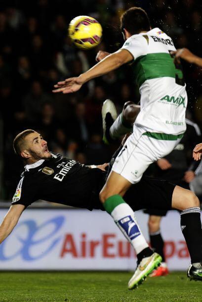 Benzema intentó de todas formas para superar nuevamente el arco.