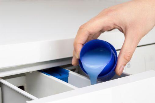 En cuanto a detergentes, utiliza aquellos sin cloro y que protejan los c...