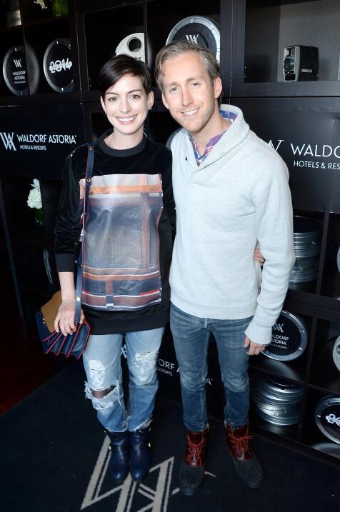 Anne Hathaway y Adam Schulman