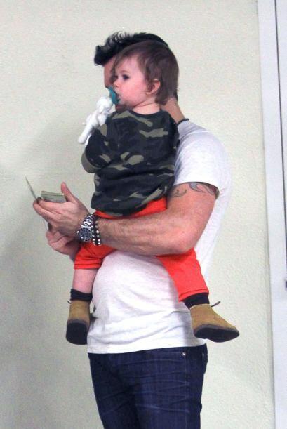 Mientras tanto se enfoca en los 'outfits' de su pequeño Noah, quien no s...