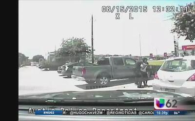 Revelan video del ataque de un policía a maestra afroamericana
