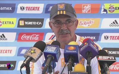 Ricardo Ferretti felicita a Raúl Jiménez por su posible fichaje con el A...