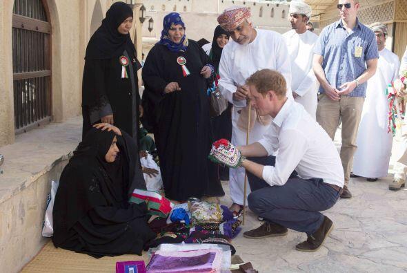 Harry quedó maravillado con las artesanías y la cultura del lugar.