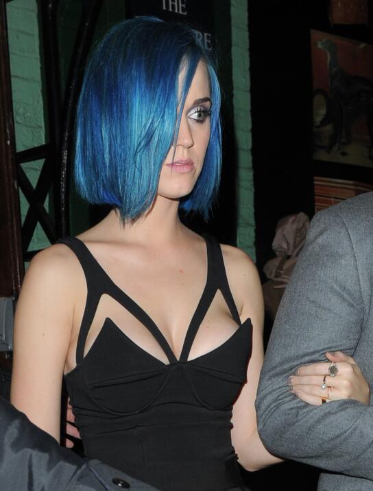 En 2012, la cantante se pintó el pelo de azul.