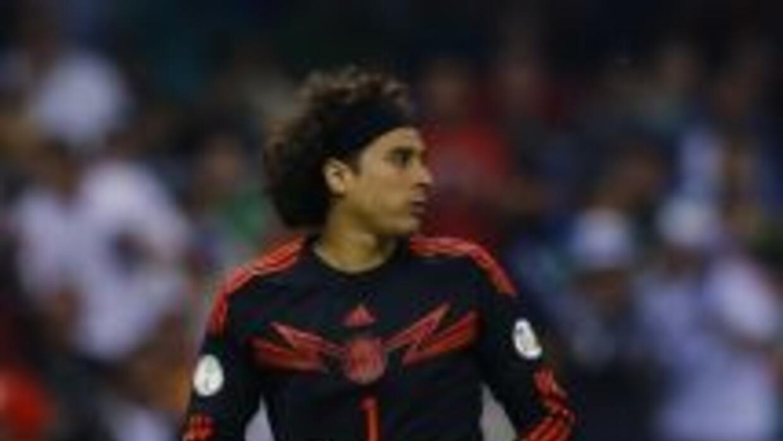 Guillermo Ochoa podría ir al Milan o al Liverpool.