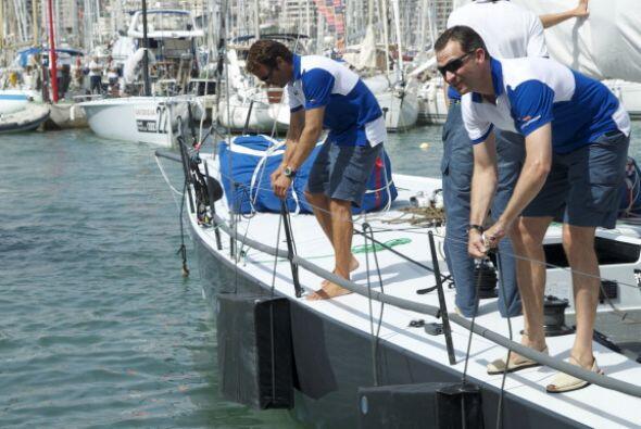 El príncipe Felipe se esmeró en que todo saliera bien en esta regata.
