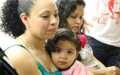 Liliana Cruz Méndez, junto a su hija.