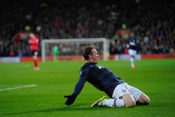 Wayne Rooney sacó un potente disparo para poner el 1-0.