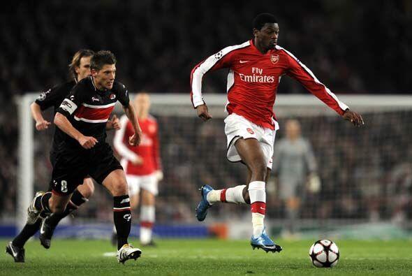 El Arsenal goleó 4-1 al AZ Alkmaar de Holanda.