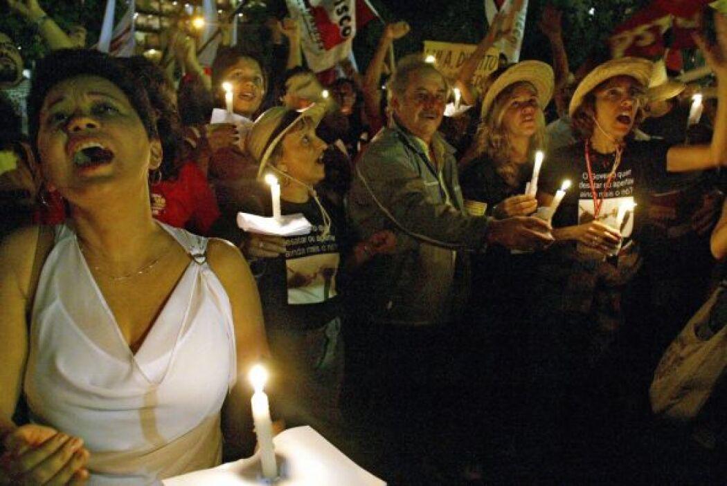 29 agosto 2004.- Al menos seis muertos y 117 heridos al hundirse el segu...