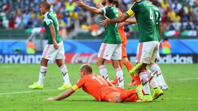 Gracias a un penal sobre Robben, Holanda eliminó a México del Mundial de...