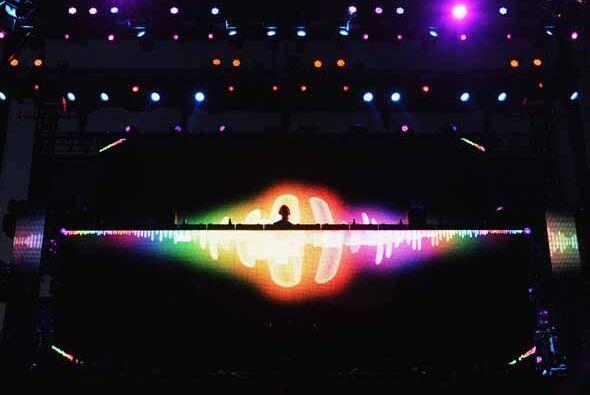 Escenarios llenos de tecnología, color y tramoyas, las estrellas de la m...