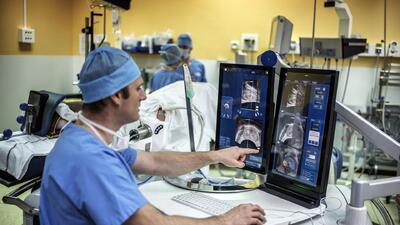 Nuevo tratamiento médico promete ayudar a personas con problemas de prós...