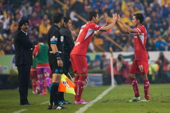 El técnico José Saturnino Cardozo intentó ser más ofensivo en la segunda...