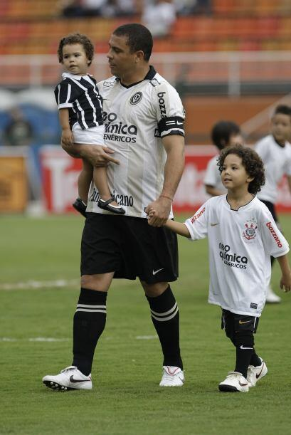 Por su parte Ronaldo sigue mostrando orgullosamente a sus hijos, así ent...