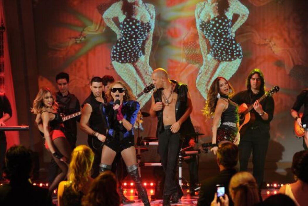 Don Francisco también bailó durante la presentación de la mexicana, nadi...