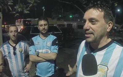 Los argentinos hacen lo imposible para llegar a Brasil a ver jugar a su...