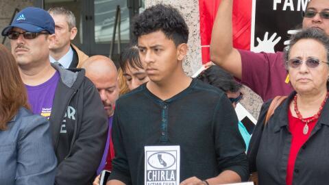 Henry Sánchez en un acto contra las deportaciones en Los Á...
