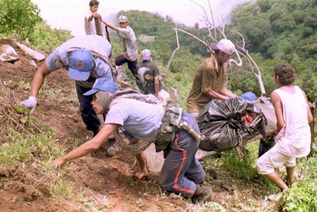 10. El Salvador, 1995  - Avión se estrelló contra volcán durante torment...