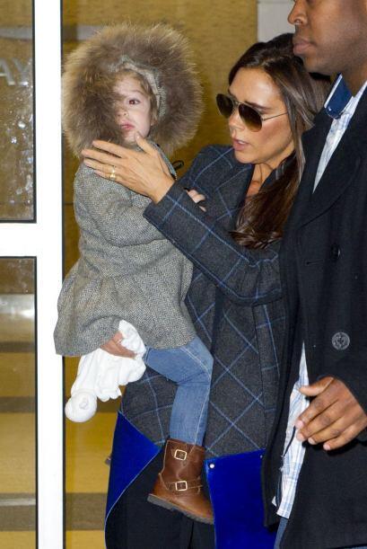 La diseñadora y su pequeña llegaron a La Gran Manzana derrochando glamou...