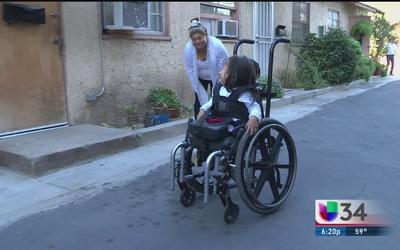 Feliz por tener de nuevo silla de ruedas